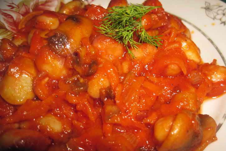 фасоль с перцем томатами и морковью
