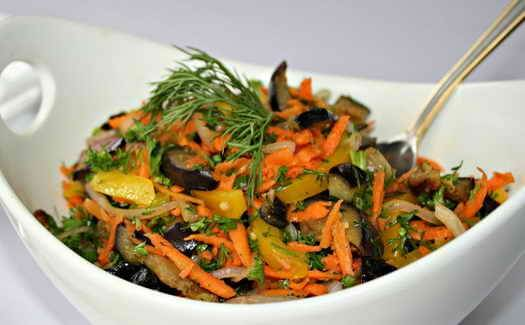 живой салат из баклажан