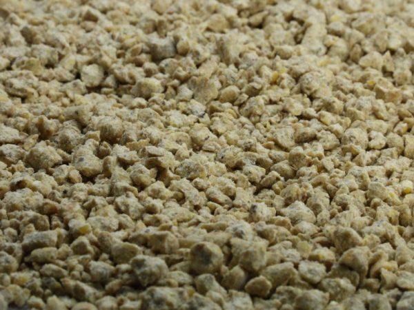 Комбикорм производят в рассыпном виде, в форме крупы и гранул