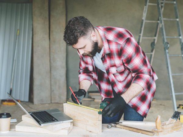 Для курятника с каркасным фундаментом требуется построить деревянный пол