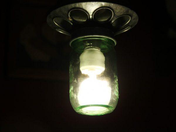 Фонарь - отличное устройство для освещения курятника