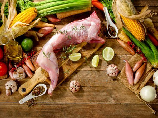 Мясо кролика прекрасно подходит для диетического питания. Оно низкокалорийное, легко усваиваемое и содержит множества витаминов