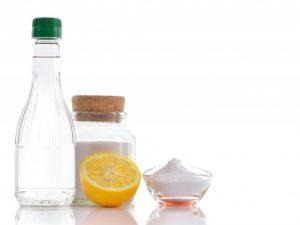 Уксус с солью — быстрая помощь от сорняков